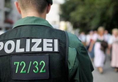 سيدة تعتدي على فتاة بتمزيق حجابها في ألمانيا