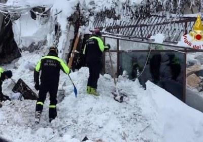 6 ناجين من حادث الانهيار الجليدي في إيطاليا
